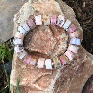 NWT. 🌸🌷🌺Genuine Pink opal stretch bracelet
